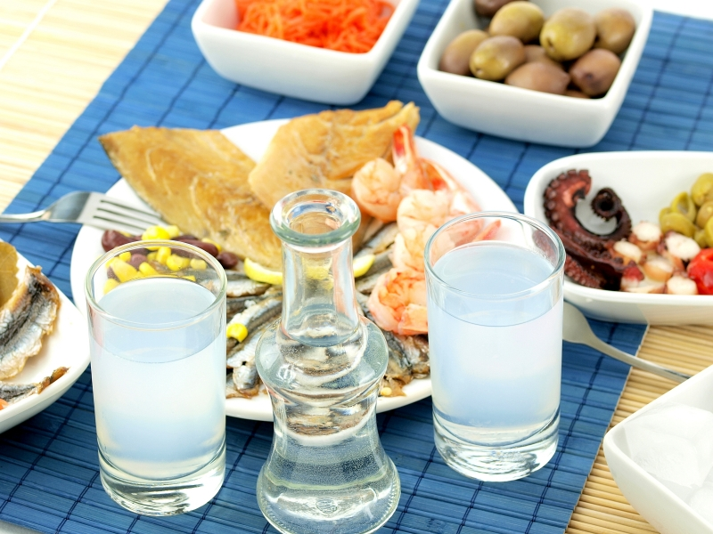 lesbos-island-traditional-delicacies-seafood-ouzo-drink-friends-greek-islands-greece-europe-dp4046137-1600